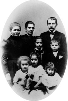 Anna och Anders Lindros med sex av sina barn,