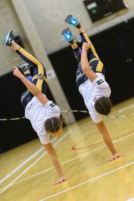 Flickor från Kämpinge gymnastikförening ger en uppvisning i hur hopprep kan hoppas när det är på elitnivå. FOTO: Andreas Svensson