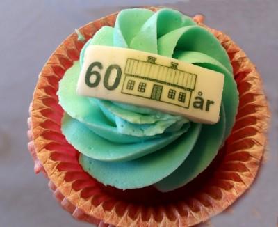 En specialgjord jubileumskaka har Konditori Katarina tagit fram. En cupcake med rätt hisklig färg. Den är inte från 1956.