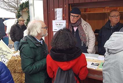 Bill Herneheim och Lucia Quinteros i samspråk med Museiföreningens Göran.