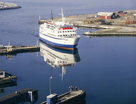 Hamlet stävar in till hamnen i Limhamn.' FOTO: Christer Andréasson