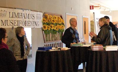 Representanter från Limhamns Museiförening berättar om föreningens verksamhet.