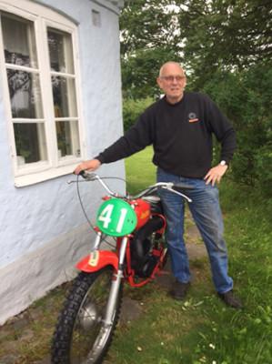 Jan Isgren kommer till Torpet med sin äkta Lindström.