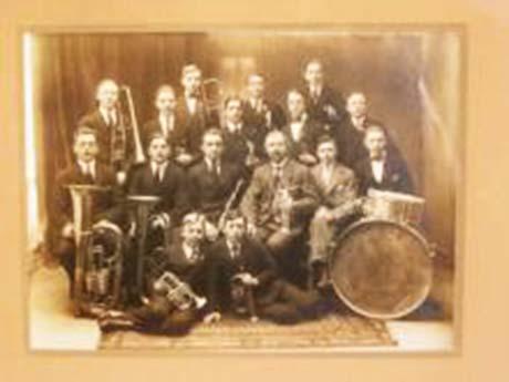Första bilden på dåvarande Kyrkliga Ungdomskrets tagen 1925.