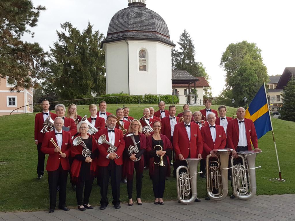 Limhamns Brassband på turné förra året. Här framför Stille Nacht-kapellet i Oberndorf vid Saltzburg.