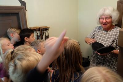 Elisabeth berättar om hur ett gorånsjärn fungerar.