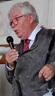 Lennart Torgeby både underhöll och körde bussen.
