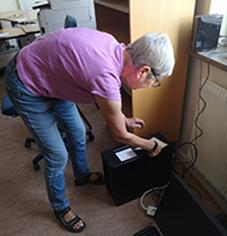 Siv såg till sladdarna bl a kom med till datorerna.
