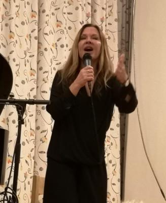 Anna-Lena Brundin framförde några sköna chansoner.