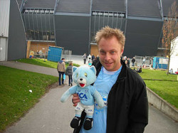 Hemma är bäst, tycker Anders Andersson. Här utanför Stadion där MFF spelar sina hemmamatcher.